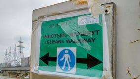 Varningstecken på kärnkraftverket Arkivbild