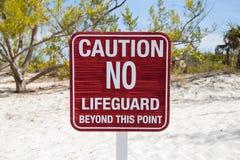 Varningstecken på stranden Arkivfoto