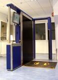 Varredor do corpo da segurança aeroportuária Imagem de Stock