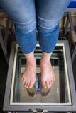Varredura do pé de Digitas da etapa, varredura do pé de Orthotics para palmilhas feito-à-medida da sapata, postura e análise do e imagem de stock