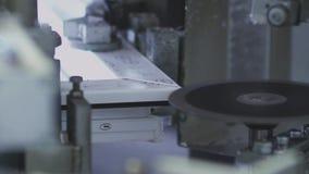 A varredura dobra janelas do PVC dos compostos PVC-perfil vídeos de arquivo