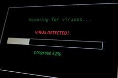 Varredura para o vírus, vírus detectado foto de stock royalty free