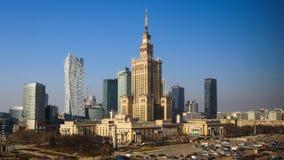 Varsóvia, Polônia Centro da vista aérea da cidade Palácio de arranha-céus da cultura e da ciência e do negócio imagem de stock