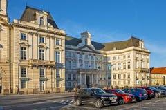 Varsóvia, Polônia - construção do palácio de Jablonowski no quadrado a do teatro fotos de stock royalty free