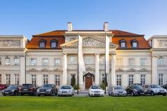Varsóvia, Polônia - construção do palácio de Primate's no stree de Senatorska imagens de stock royalty free