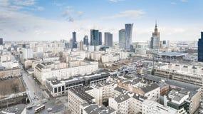 VARSÓVIA, POLÔNIA - 5 DE JANEIRO DE 2018 Ideia aérea do zangão de cima do centro da cidade Fotos de Stock