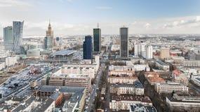 VARSÓVIA, POLÔNIA - 5 DE JANEIRO DE 2018 Ideia aérea do zangão de cima do centro da cidade Imagem de Stock Royalty Free