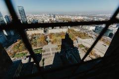 VARSÓVIA, POLÔNIA, O 14 DE OUTUBRO DE 2018 - vista do terraço do ponto de vista do palácio da cultura e ciência imagem de stock royalty free