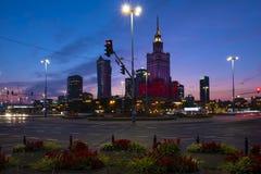 Varsóvia, Polônia - vista panorâmica da noite do centro da cidade com culto imagem de stock royalty free