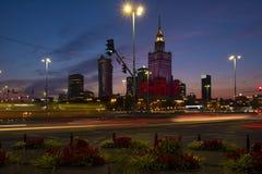 Varsóvia, Polônia - vista panorâmica da noite do centro da cidade com culto imagens de stock royalty free