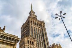 Varsóvia Poland 18 de fevereiro de 2019 Torre do palácio O palácio da cultura e da ciência no Polônia de Varsóvia foi doado por S fotografia de stock