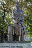 VARSÓVIA, POLAND/EUROPE - 17 DE SETEMBRO: Estátua do marechal Joseph imagens de stock