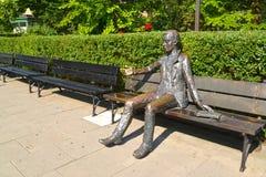 Varsavia, Polonia La scultura del ` s dello studente prima della costruzione dell'università di Varsavia Immagine Stock