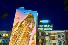 Varsavia, Polonia - 25 maggio 2016: Vista della guglia sull'europeo - Europejski di notte - quadrato Fotografia Stock
