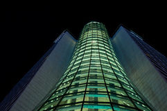 Varsovia, Polonia - 28 de marzo de 2016: EL WESTIN VARSOVIA 94 m de alto con el edificio del hotel de 22 pisos Imagen de archivo libre de regalías