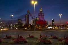 Varsovia, Polonia - igualación de la vista panorámica del centro de ciudad con culto imagenes de archivo