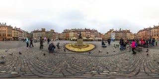 Varsovia, Polonia - panorama esférico 2018 3D con ángulo de visión de 360 grados de la ciudad vieja Aliste para la realidad virtu fotografía de archivo