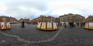 Varsovia, Polonia - panorama esférico 2018 3D con ángulo de visión de 360 grados de la ciudad vieja Aliste para la realidad virtu imagen de archivo libre de regalías