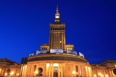 Varsovia por noche foto de archivo