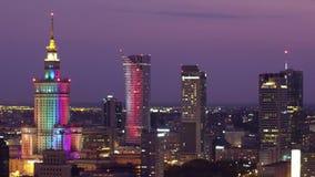 VARSOVIE, POLOGNE - 26 AOÛT 2017 Horizon de ville la nuit, vue aérienne photo stock
