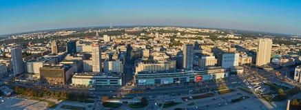 Varsovie, Pologne - 27 août 2016 : Vue panoramique aérienne au centre ville de la capitale polonaise au coucher du soleil, du pal Photo stock