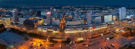 Varsovie, Pologne - 27 août 2016 : Vue panoramique aérienne au centre ville de la capitale polonaise par nuit, du palais supérieu Photographie stock libre de droits