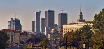 Varsovie, Pologne - 27 août 2016 : Vue panoramique du centre sur le coucher du soleil, avec le palais de la culture et de la Scie Image libre de droits