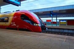Varsovie, Pologne - 9 avril 2016 : Gare ferroviaire de Varsovie Stadion, située dans le secteur de Praga Poludnie image libre de droits