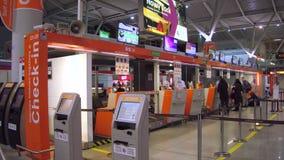 VARSOVIE, POLOGNE - DÉCEMBRE, 24 secteurs d'enregistrement de terminal d'aéroport Images stock