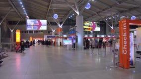 VARSOVIE, POLOGNE - DÉCEMBRE, 24 secteurs d'enregistrement de terminal d'aéroport international Photo stock
