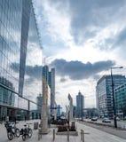 Varsovie Pologne 18 février 2019 Paysage urbain de paysage du passage couvert large moderne près des immeubles de bureaux qui en  photographie stock