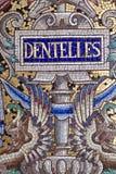varuhuset Bon Marche Mosaic Mural snör åt tecknet Paris Frankrike royaltyfri bild