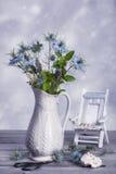 Vas av lösa blommor Royaltyfri Fotografi