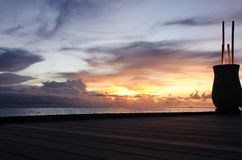 Vas på däcket med rottingar på solnedgången, Maldiverna Fotografering för Bildbyråer