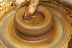 Vasaio che fa il vaso di argilla Fotografia Stock Libera da Diritti