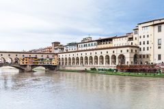 Vasari corridor and ponte vecchio over Arno Stock Photos
