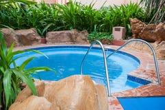 Vasca calda ad una località di soggiorno Immagini Stock Libere da Diritti