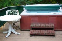 Vasca calda con la tabella Immagine Stock Libera da Diritti
