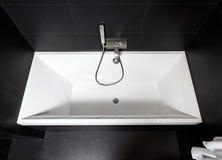 vasca da bagno del quadrato bianco immagine stock