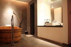 Vasca da bagno di legno Fotografia Stock