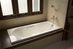 Vasca da bagno ed acquazzone Immagini Stock