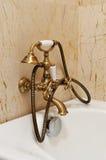 Vasca e dispersore interni della stanza da bagno Immagini Stock