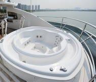 Vasca piacevole su un yacht Fotografie Stock Libere da Diritti