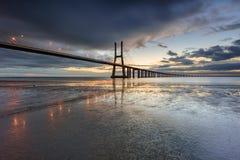 Vasco Da Gama mosta krajobraz przy wschodem słońca zdjęcie stock