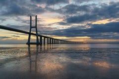 Vasco Da Gama mosta krajobraz przy wschodem słońca zdjęcie royalty free