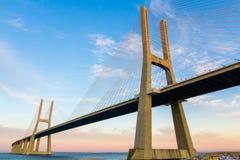 Vasco da Gama Suspension Bridge i Lissabon Arkivfoto