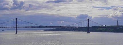 Vasco de Gama Bridge sopra il Tago del fiume a Lisbona Portogallo Fotografie Stock Libere da Diritti