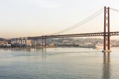 Vascoda Gama-Brücke an der Dämmerung Lizenzfreies Stockbild
