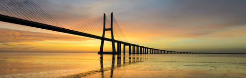 Vascoda Gama-Brücke am Sonnenaufgang, Lissabon Lizenzfreie Stockfotos