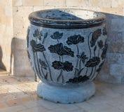 Vase à fleur en pierre à l'entrée à l'hôtel cinq étoiles, Kranevo en Bulgarie Photos stock